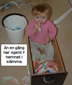 Agent F i svår situation